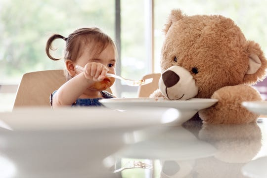 Punching stuffed animals it not a good way to get a toddler to eat. Try these strategies – USA TODAY