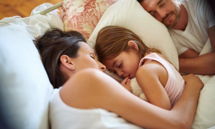 Science says the more kids women have, the better they sleep – Kidspot