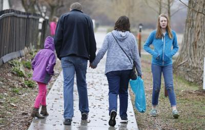 Free-range parenting laws lett kids roam
